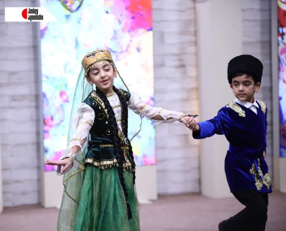 Slider-Gürcüstanın televiziya kanalında Azərbaycan milli rəqsi nümayiş etdirildi - VİDEO