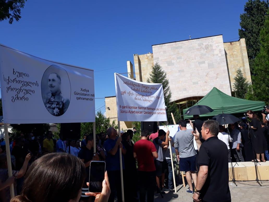 Slider-Marneulidə Nərimanovun heykəlinin götürülməsi tələbi ilə aksiya keçirildi - FOTO