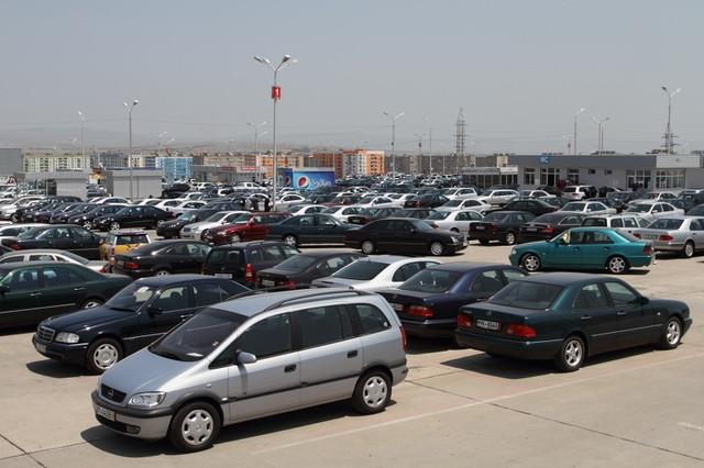 Slider-Gürcüstanın Rustavi avtomobil bazarı açılır