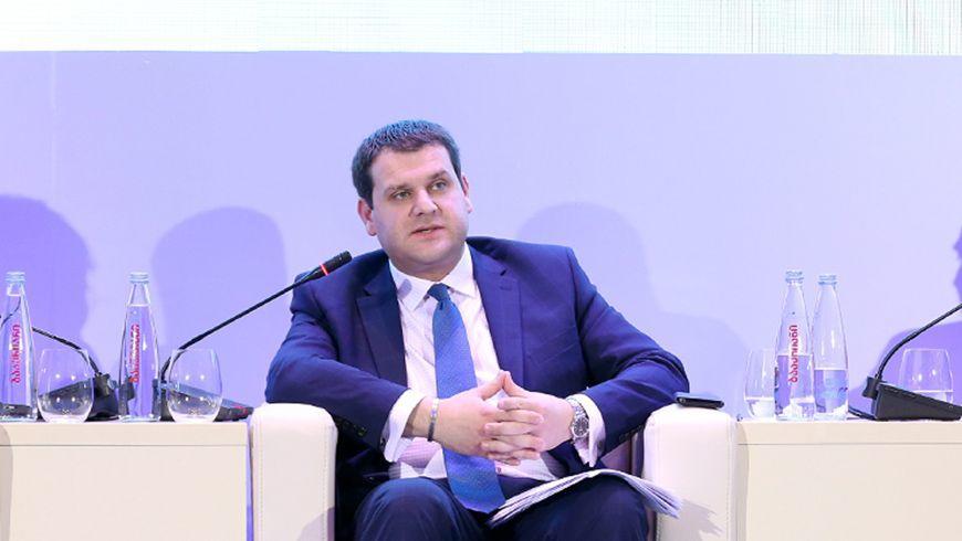 """Slider-İqtisadiyyat və Davamlı İnkişaf Nazirinin müavini özünü cəmiyyətdən """"təcrid etdi"""""""