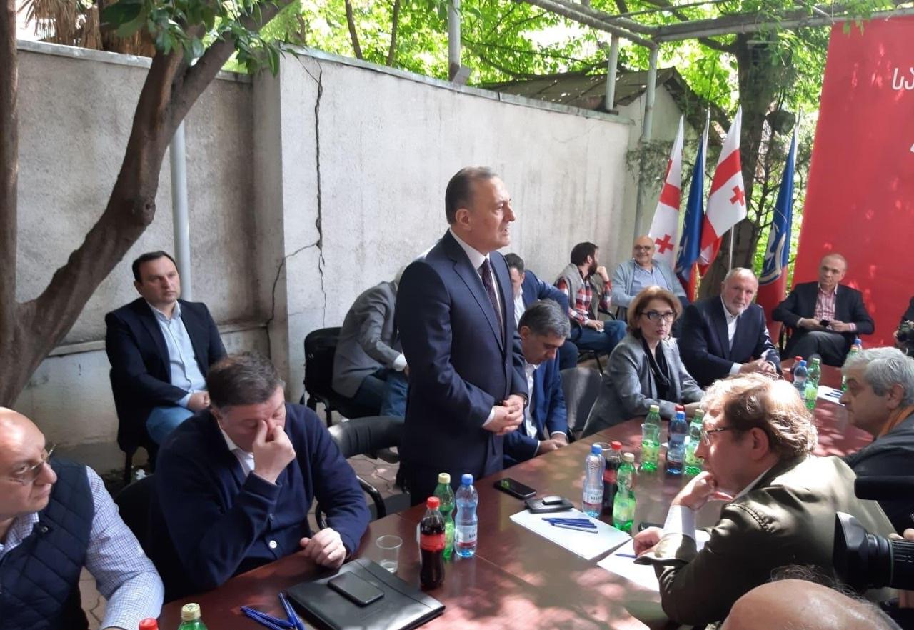 Slider-Müxalifət majoritar namizədlərini açıqladı