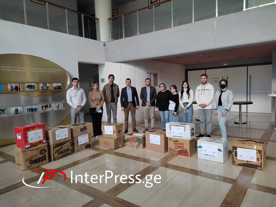 Marneulidə Azərbayacanın Gürcüstandakı səfirliyi tərəfindən icma mərkəzlərinə kitablar təqdim edildi - FOTO